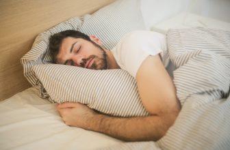 CBD contre l'insomnie : un remède naturel et efficace